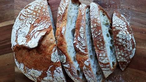 Pussiin, liinaan, leipälaatikkoon vai leikkuulaudalle? Leivän säilyttämiseen on monta tapaa.
