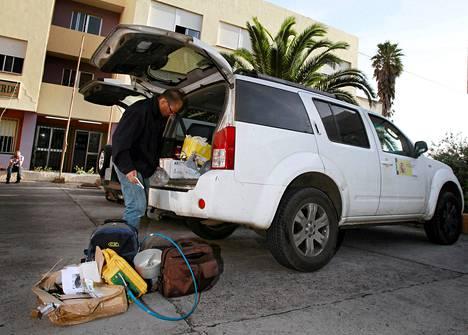 El Hierron 10 000 asukkaasta toistaiseksi viitisenkymmentä on evakuoitu.