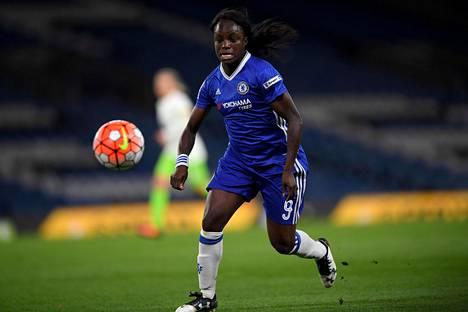 Eni Aluko pelaa Chelsean riveissä.