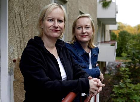 Sinikka ja Tiina Nopola vuonna 2003.