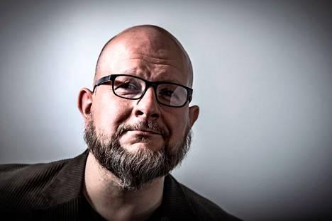 Pohjois-Karjalassa asuva Tuomas Lius on kirjoittanut seitsemännen romaaninsa.