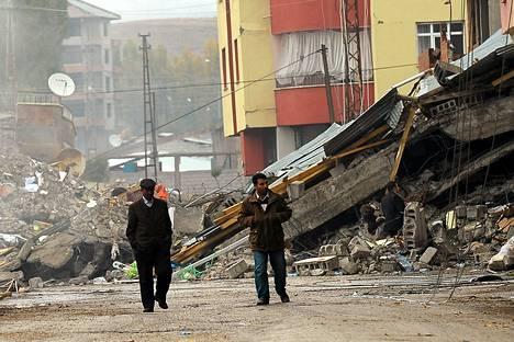 Maanjäristyksen tuhoja Ercisin kaupungissa Turkin itäosassa.