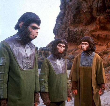 Apinoiden planeetta (1968) kuvasi maailmaa, jossa apinat hallitsivat ihmisten jälkeen.