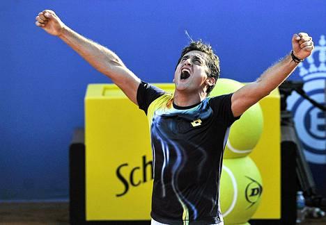 Nicolas Almagro nautti Rafael Nadalin kukistamisesta.