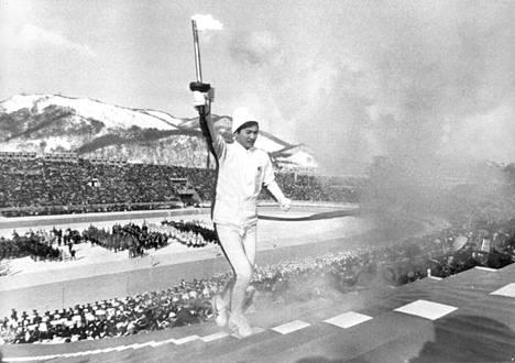 Hideki Takada sytytti olympiatulen Sapporossa helmikuussa 1972.