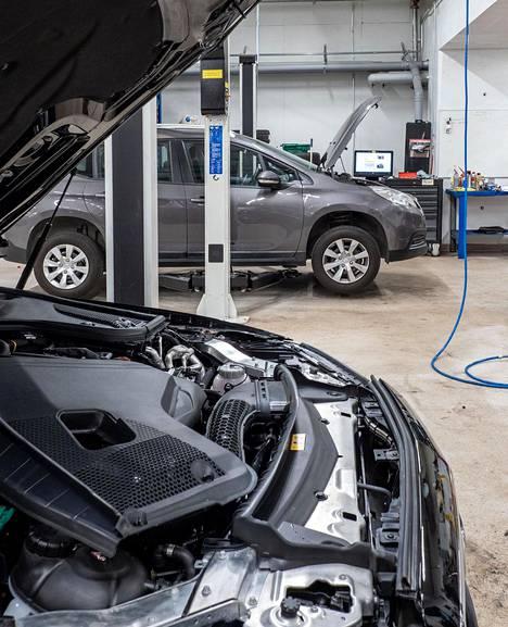Autoasi-korjaamoilla on osaaminen ja oikeat laitteet kaikkien automerkkien huoltamiseen ja korjaamiseen.