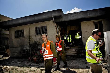 Gazasta ammutun raketin jäljet omakotitaloalueella Ashdodin kaupungissa.