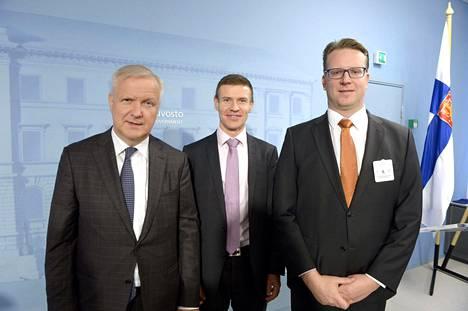 Elinkeinoministeri Olli Rehn (vas.), teollisuusneuvos Herkko Plit ja Posivan toimitusjohtaja Janne Mokka.