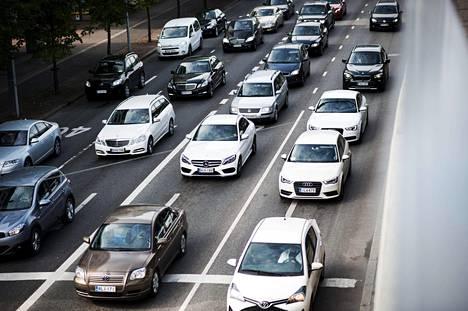 Maailmalla uusien autojen suosituin väri on valkoinen.
