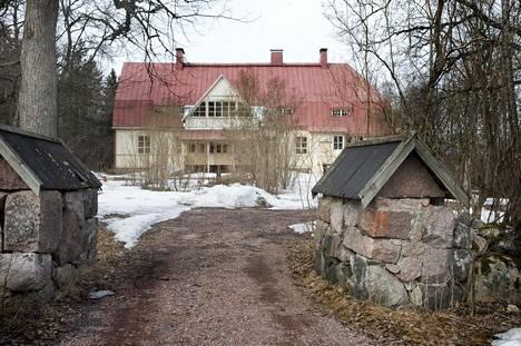 Espoon kaupunki aikoo myydä tyhjillään olevan Åminnen kartano.