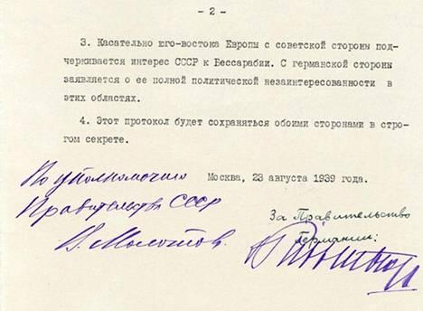 Allekirjoitussivu Molotov-Ribbentrop-sopimuksen venäjänkielisestä versiosta.