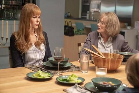 Meryl Streep (oik.) esittää Mary Louise Wrightiä, Nicole Kidman hänen miniäänsä.
