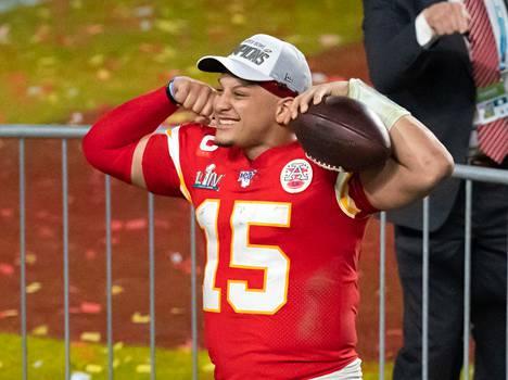 Helmikuussa Super Bowlin voittoa juhlinut Kansas City Chiefsin nuori tähtipelinrakentaja Patrick Mahomes on nyt myös baseball-seura Kansas City Royalsin omistaja.