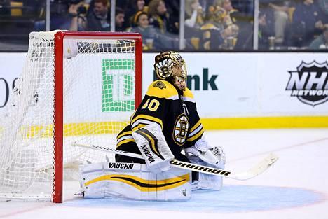 Boston Bruinsin maalivahti Tuukka Rask loisti ottelussa New Jersey Devilsiä vastaan tiistaina.
