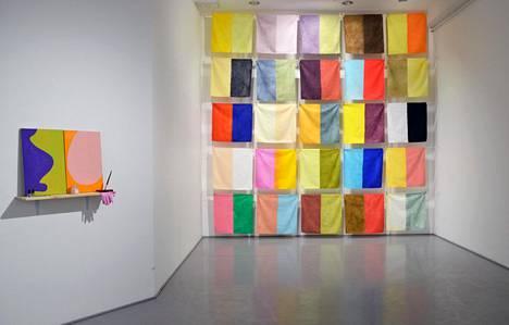 Taidemaalari Timo Tähkäsen teoksia on esillä tm-galleriassa.