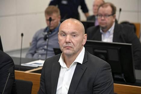 Liivijengi United Brotherhoodin johtajana pidetty Tero Holopainen Itä-Uudenmaan käräjäoikeudessa Vantaalla 17. elokuuta 2020. Istunnossa käsiteltiin Holopaisen talousrikossyytteitä.