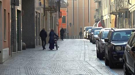 Pohjoisitalialaisen Codogno-kylän kadut hiljenivät sen jälkeen, kun viranomaiset kehottivat asukkaita pysymään kotona uusien koronavirustapausten varmistuttua.