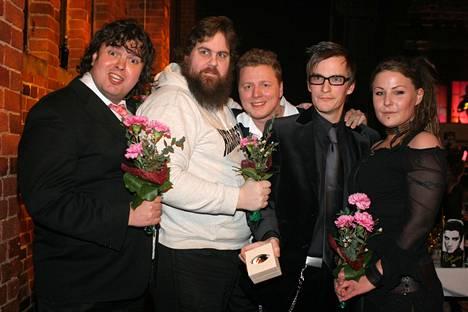 W-tyyli palkittiin parhaan viihde- ohjelman Venlalla 2004. Kuvassa Zarkus Poussa (vas.), Stan Saanila, Jaakko Saariluoma, André Wickström ja Kiti Samulin.