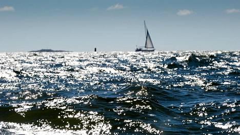 Avomerelle ei kannata lähteä liian pienellä veneellä. Kuvan purjevene ei liity tapaukseen.