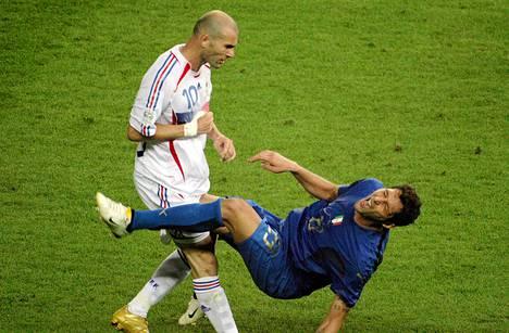Ranskan Zidenine Zidane vastasi Italian Marco Materazzin suunsoitton puskulla vuoden 2006 MM-kisoissa.