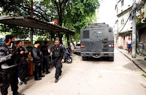 Huumekaupan vastainen poliisioperaatio Jacarezinhon slummissa Rio de Janeirossa 6. toukokuuta.