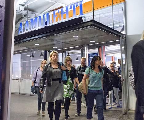 Aamulehden toimitus marssi ulos työpaikaltaan tiistaina Tampereella.