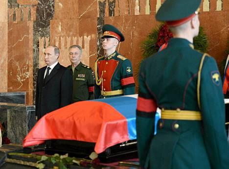 Kalashnikovin hautajaisiin osallistui muun muassa Venäjän presidentti Vladimir Putin.