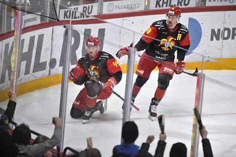 Jokerien puolustajat Mikko Lehtonen (vas.) ja Sami Lepistö olivat tehokkaina Spartakia vastaan. Lehtonen on maailmanmestari viime keväältä ja Lepistö vuodelta 2011.