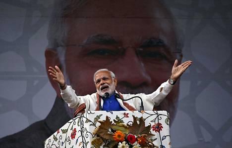Intian pääministeri Narendra Modi puhui lauantaina Srinagarissa Jammu ja Kashmirin osavaltiossa.