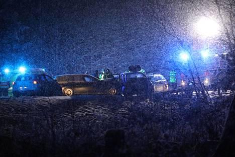 Lohjan liikenneonnettomuudessa kuoli kaksi lasta.