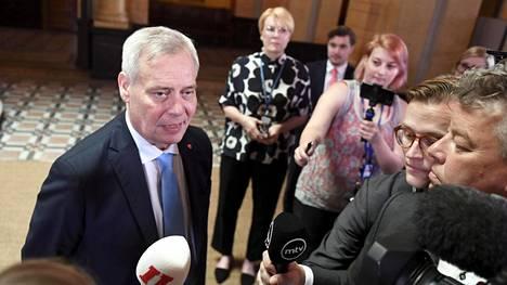 Sdp:n puheenjohtaja Antti Rinne kommentoi hallitusneuvotteluja Säätytalolla maanantaina.