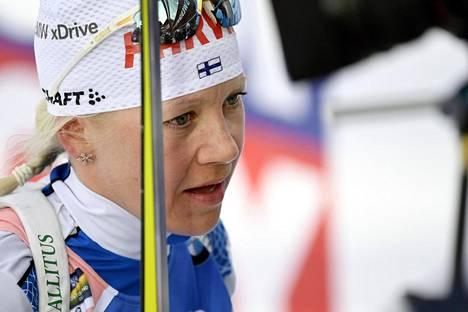 Kaisa Mäkäräinen pettyneenä normaalimatkan MM-maalissa Östersundissa.