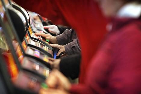 Alaikäisten pelaaminen keskittyy peliautomaateille, sillä Veikkauksen nettipeleihin pitää tunnistautua.