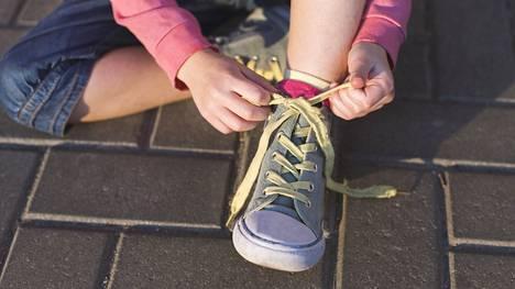 Lapsen kengän tärkein ominaisuus on, että se on käyttäjänsä jalkaan sopiva.