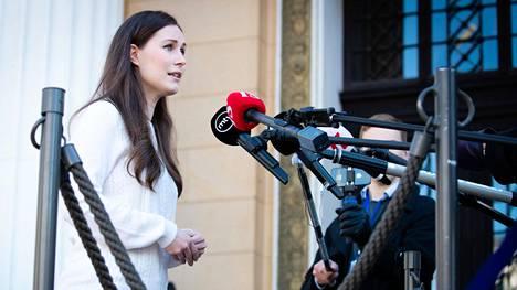 Pääministeri Sanna Marin Säätytalolla toukokuussa. Enemmistö suomalaisista on tyytyväisiä Marinin toimintaan koronavirukseen liittyvissä asioissa.