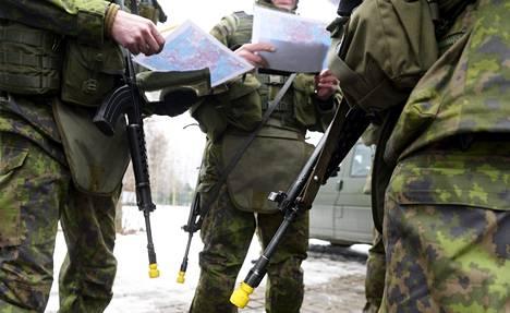 Reserviläisiä puolustusvoimien harjoituksissa Helsingin Laajasalossa viime maaliskuussa.