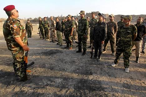 Shiiavapaaehtoiset harjoittelivat torstaina Bagdadissa.