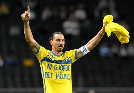 Zlatan Ibrahimovic kiitti pelikavereitaan ja faneja maaleistaan.