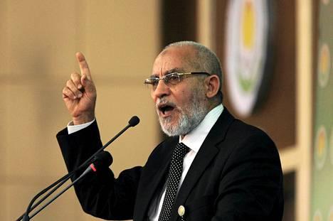 Muslimiveljeskunnan johtaja Muhammed Badie kuvattuna vuosi sitten.
