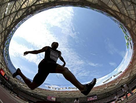Ranskalainen Benjamin Compaore kilpaili kolmiloikassa 15:nnessä yleisurheilun maailmanmestaruuskilpailussa Pekingissä keskiviikkona.