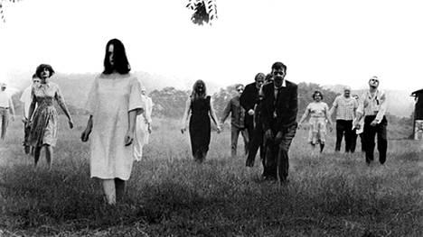 Night of the Living Dead -elokuvassa (1968) kuvattiin muuttuneen maailman kauhuja.