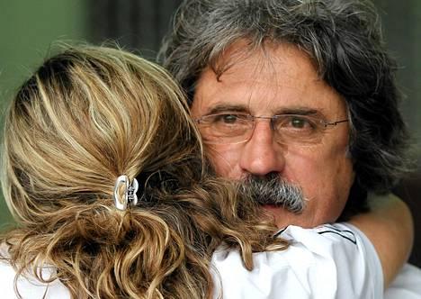 Marco Simoncellin isä Paolo seurasi poikansa kuolemaan johtanut ta kisaa varikolla,