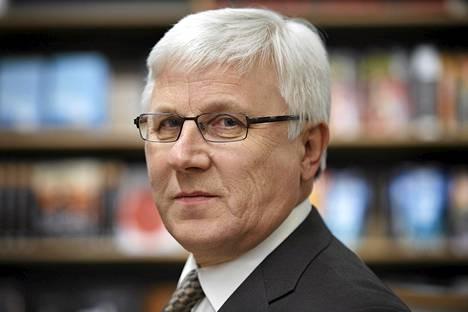 Julkisen sanan neuvoston puheenjohtaja Risto Uimonen.