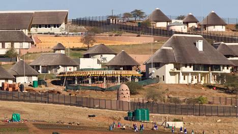 Presidentti Jacob Zuman kotitila Nkandlassa Etelä-Afrikassa. Kuva on elokuulta 2012.