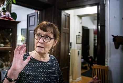 """Kirsti Hakkola on toiminut päiväkotityönsä ohella ja  sen jälkeen luennoitsijana ja konsulttina erilaisissa  projekteissa.""""Toivon että kaikki päiväkodit olisivat spesiaaleja,  eli että kasvatusfilosofia olisi valittu tietoisesti."""""""