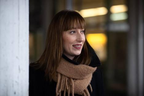 Sdp:n valtuustoryhmän puheenjohtaja ja kaupunkiympäristölautakunnan jäsen Eveliina Heinäluoma toivoo kaupunkilaisten kommentoivan runsaasti Elielinaukion uusia suunnitelmia.