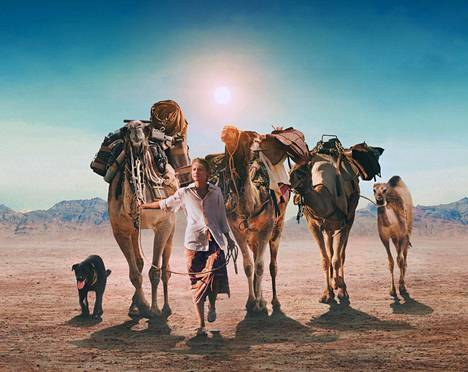 Mia Wasikowska näyttelee naista, joka lähtee vaellukselle Australian aavikon halki.