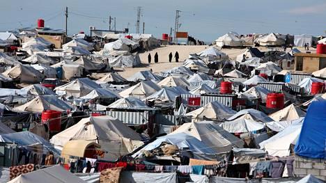Al-Holin leirille on suljettu noin 70000 naista ja lasta, jotka elivät terroristijärjestö Isisin hallitsemalla alueella. Heidän joukossaan on kymmenkunta suomalaista naista ja yli kolmekymmentä lasta.