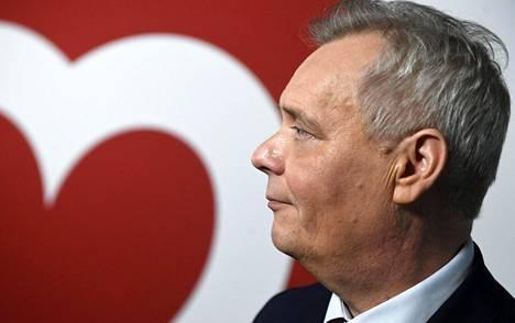 Sdp:n puheenjohtaja Antti Rinne puhui puolueensa kiitoskahveilla puoluetoimistolla Helsingissä maanantaina.