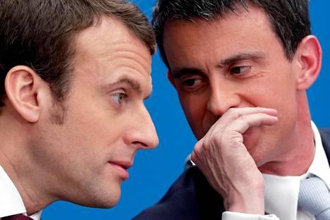 Entinen pääministeri Manuel Valls (oik.) on kertonut Emmanuel Macronille halukkuudestaan pääministeriksi. Kuva vuodelta 2015.